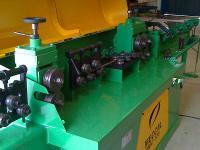 Máquina de endireitar vergalhão